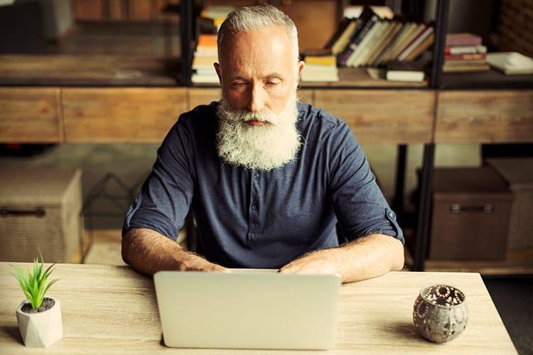 Kegenix reviews elderly man laptop